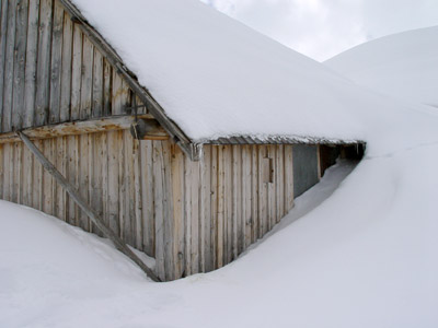 neige devant la porte