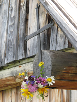 Fleurs sur la croix